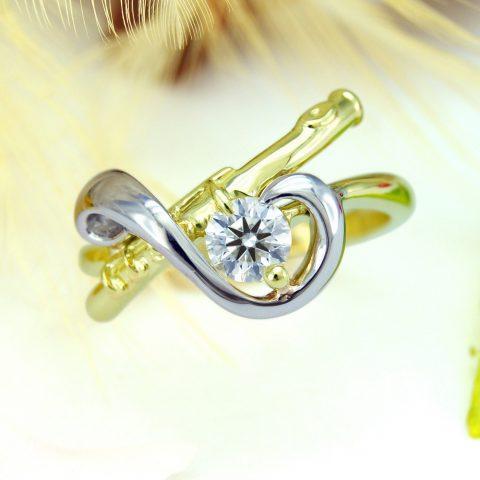 フルートとト音記号をモチーフにした婚約指輪