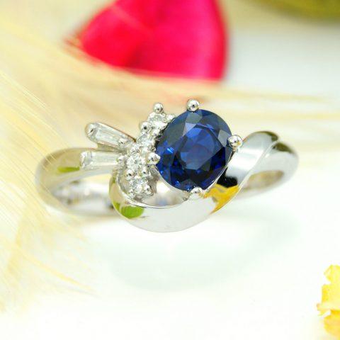 家族から受け継がれた宝石を使った婚約指輪
