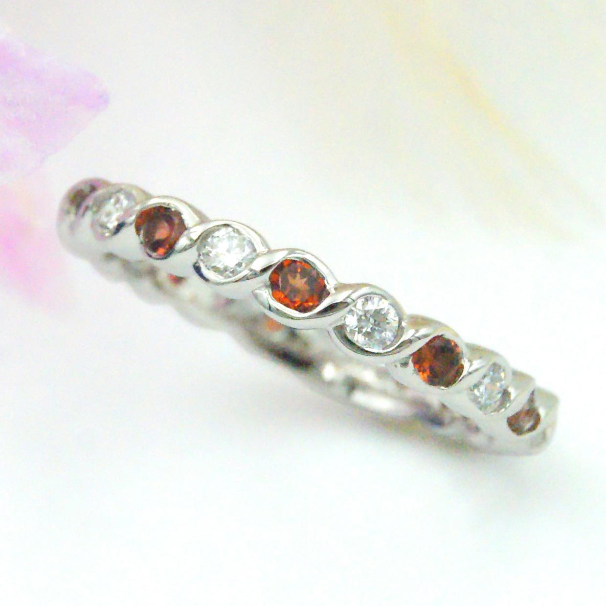 ダイヤモンドとガーネットのエタニティリング婚約指輪/kazariyaYui福島県郡山市