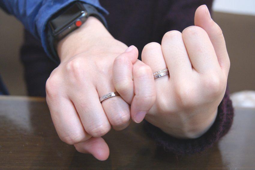 北欧デザインの結婚指輪手の写真/kazariyaYui福島県郡山市