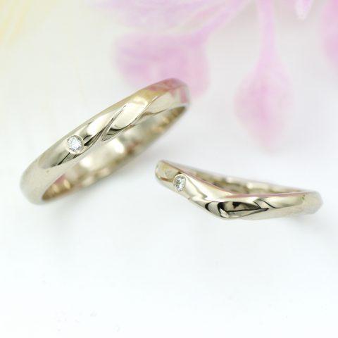 ストレートとVラインのメヴィウスの輪モチーフの結婚指輪/kazariyaYui福島県郡山市