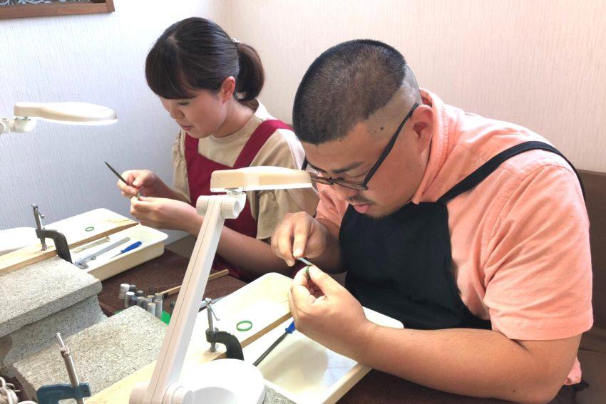 結婚指輪を手作りした福島市からお越しの坂内さんご夫妻の手作り風景/kazariyaYui福島県郡山市
