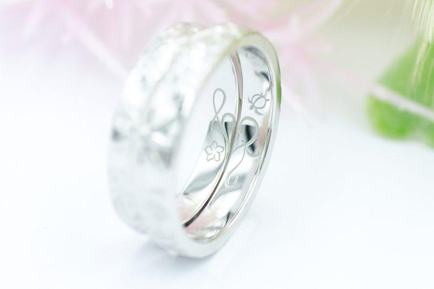 結婚指輪の内側込めたふたりのイニシャルとプルメリアと亀/kazariyaYui福島県郡山市