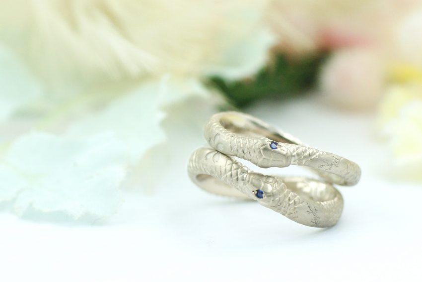 ウロボロスのヘビと桜モチーフの結婚指輪/kazariyaYui福島県郡山市