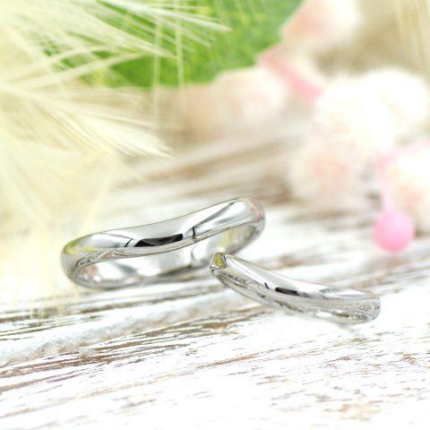こぼれ落ちそうな滑らかなラインの結婚指輪/kazariyaYui福島県郡山市
