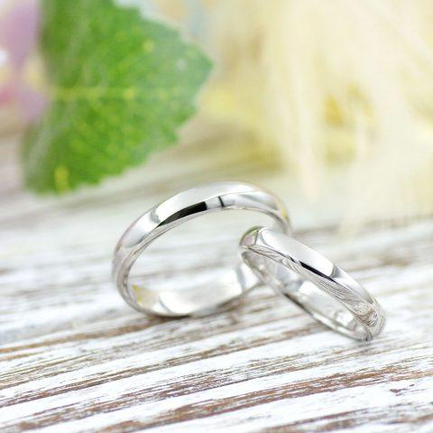 指を美しく見せるなめらかなラインの結婚指輪/kazariyaYui福島県郡山市